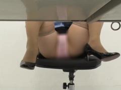 オナサポ ほら、机の下を見なさい 変態婦警がパンチラ誘惑で自白強制! 完...