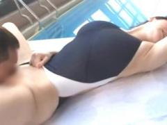 肉好きの良い巨乳のお姉さんと水着セックス! 水着の締め付けを楽しみなが...