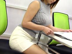 ロケットボイン…ピタニットお姉さん くっそデカボインにタイトスカートの...
