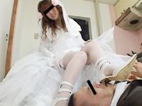 天罰を与えるウエディングドレスの天使と悪魔