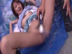 JK潮吹きおしっこ スレンダーなjk夏目優希がレイプされて貧乳をもてあそば...