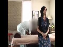 清楚な黒髪美人お姉さんが治療と言われて膣奥を肉棒マッサージされて大人...