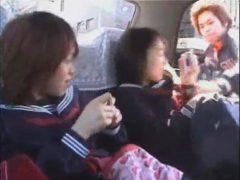 タクシーに乗っていた女子校生が変質者に襲われヤリ捨てレイプされちゃうwww