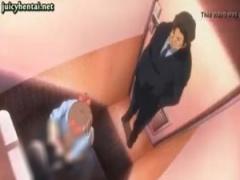 女子が和式トイレしてたら背後に直立する男の人が…! ! え何これ今からここ...