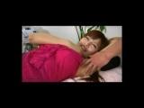 エロマッサージ師が、脇の下を触っているうちに感じてきてしまう若い娘
