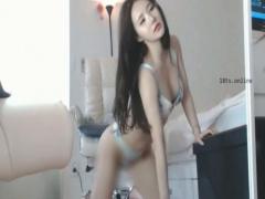 ライブチャット 巨乳韓国人美少女の本気オナニーでチンポ刺激してくる