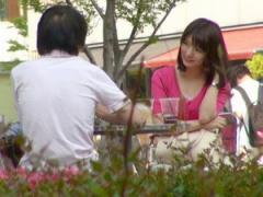 S級美少女 雑誌に載ってる有名カフェ店員である超美少女 サーモンピンク色...
