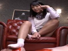 美少女JKに口を塞がれ蒸れた靴下の臭いと素足で臭い責めで弄ばれる足フェ...