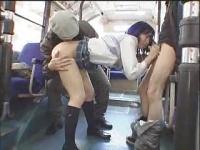 通学中のバスで痴漢師2人に犯されるJK
