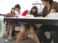 塾で可愛いお姉さん女優に悪戯をする動画