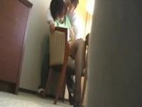 清潔感ある人妻がホテルで不倫セックスに燃え上がる