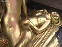 黒ギャルAIKAが金粉塗れになりスレンダーなボディラインが際立つ見事な仕...