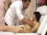 エステマッサージで犯される女性