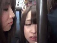 通学中のバスでレズお姉さんに痴漢されるJK