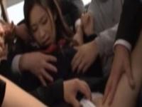 通学中のバスで集団痴漢の餌食になるセーラー服JK