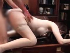 美巨乳秘書 用務のオッサンに弱みを握られた社長が、セフレである秘書の美...