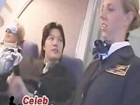 機内で翻訳機を使い美人CAを口説いたら手コキをしてくれたw