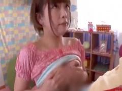 巨乳美少女がチンポをフェラ、パイズリで大膨張 舐め回して顔射気味の口内...