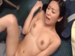 巨乳お姉さんがバス車内で公開セックス デカチンをフェラでしゃぶり乳揺れ...
