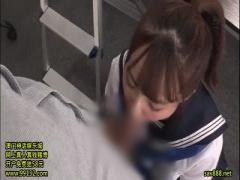 職員室でアイドル女子校生JKの制服からおっぱいとピンク乳首がポロリ! 我...