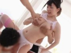 変態美少女が複数の男達に生のまま穴という穴にブチ込まれて中出し乱交!