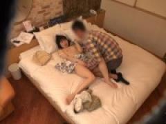 素人ナンパ企画 センズリ鑑賞で3万円。友人の目の前でオナニーして射精を...