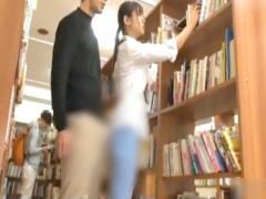 素人 図書館司書のメガネ美女が勃起チ○ポを押し付けられて無理やり中出し!