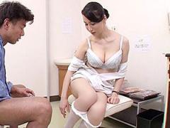 精液採取を手伝ってくれるオバサン看護師