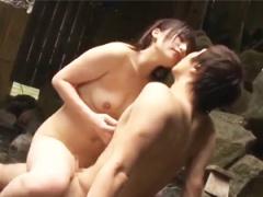 ご近所付き合いの温泉旅行で近所の奥さんに誘惑されて浮気セックス