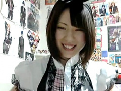 個人撮影 志田未来似の極上美少女がメイド姿でのニコ生でパンチラを見せつ...