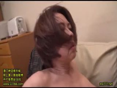 素人 完熟熟女 人妻さん媚薬塗られて淫乱セックス 腰を振りながら手マンで...