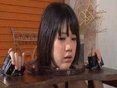ショートカット美少女 紗倉まなちゃんがオフィスでバレスにフェラチオして...