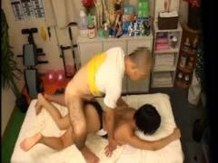 ショートカット美女 湊莉久ちゃんがマッサージを受けに整体師の元を訪れて...