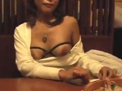 素人羞恥撮影 個人撮影 賑わう居酒屋でノーパンノーブラの素人変態女が露...