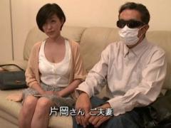 奥さんそんな所まで 欲求不満の人妻熟女が変態夫の目の前で寝取られセックス!