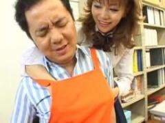 JK手コキ ケバいけど制服着た女子校生の紅音ほたるがコンビニでバイトし始...