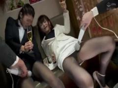 泥酔OLが暴れまわるマシンバイブでガンガンおまんこを刺激されちゃってま...