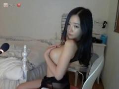 個人撮影 アイドル級の素人痴女美少女がライブチャットでストリップ配信! ...