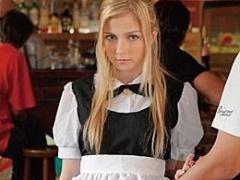 メイドカフェ店員のブロンド美少女を犯しストーキングして犯す凌辱三昧に...