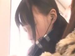 電車でレズ痴漢師2人組に好き放題されるJKの動画