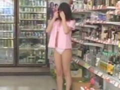 超過激露出プレイに女の子も涙目wwソナンちゃんの露出は現代では撮影不能ww