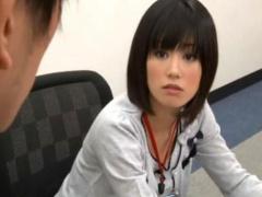 黒髪ショートの美人OLが後輩社員と会議室で激しくセックス!