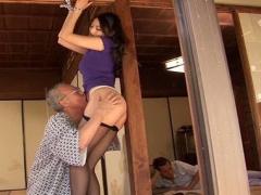 亭主が昼寝している脇でする義父との不貞中出しセックス!