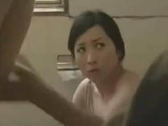 ヘンリー塚本 なによ! ! ちょっと止めてよ! ! …爆乳人妻がトイレに...
