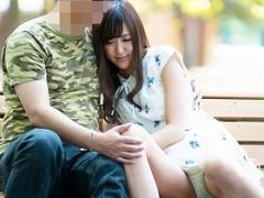 公園でイチャついていたカップルの彼女を彼氏がいない隙に高級ホテルに行...