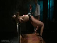聖女牝儀式 恥肉をなぞり一気に膣底まで貫通! 淫尻を完膚なきまで犯しきる...