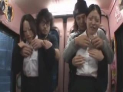 満員電車の中で制服OLにこっそりパイ揉み マジックミラー号 MM号動画