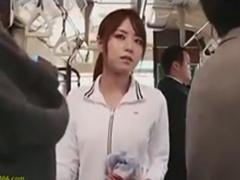 バスで集団痴漢師たちに手コキを強要されるお姉さん動画