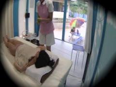 MM号 海水浴場で10代の水着美女をナンパ。オイルエステと騙して大量に潮吹...