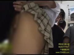 痴漢レイプ魔に狙われてしまった巨乳激ミニスカートパンチラ美少女JKが股...